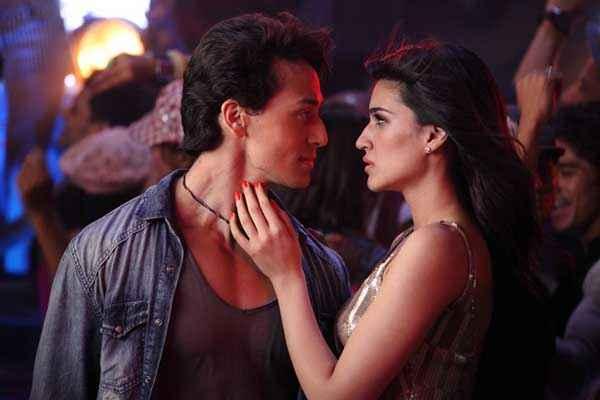 Heropanti Kriti Sanon Tiger Shroff Romantic Scene Stills