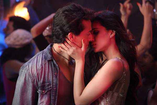 Heropanti Tiger Shroff And Kriti Sanon Kissing Stills