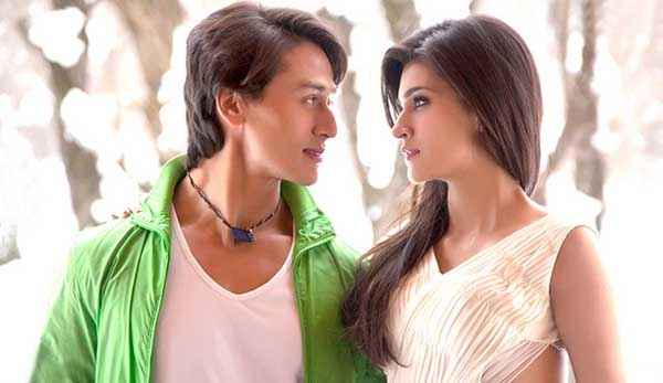 Heropanti Tiger Shroff Kriti Sanon Loving Wallpaper Stills