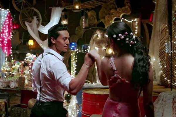 Heropanti Tiger Shroff Kriti Sanon Romantic Dance Stills