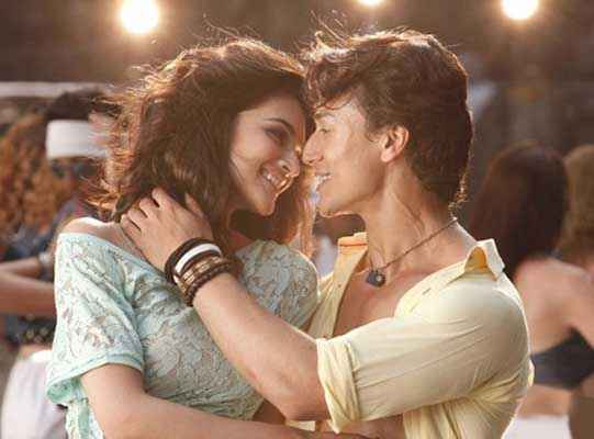 Heropanti Tiger Shroff Kriti Sanon Romantic Wallpaper Stills