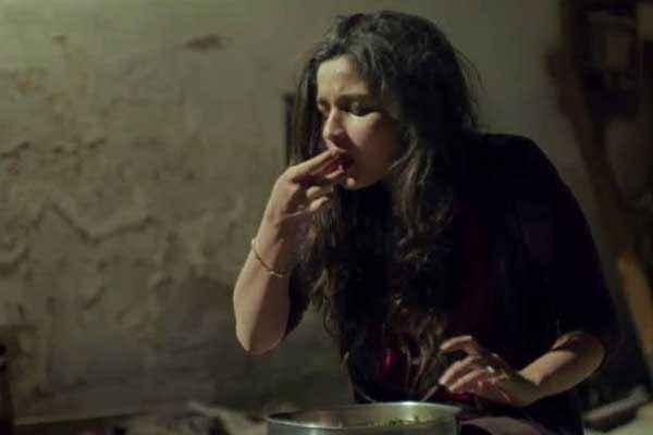 Highway Alia Bhatt Taking Food Stills