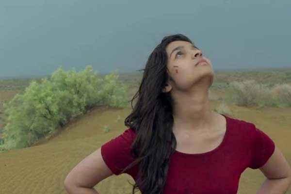 Highway Alia Bhatt In Red Tshirt Stills