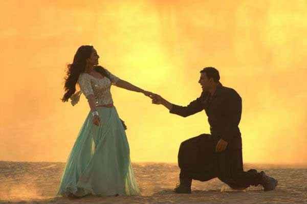 Holiday A Soldier Is Never Off Duty Akshay Kumar Love Proposing Sonakshi Sinha Stills