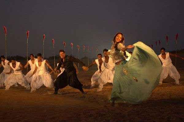 Holiday A Soldier Is Never Off Duty Akshay Kumar Sonakshi Sinha in Song Scene Stills