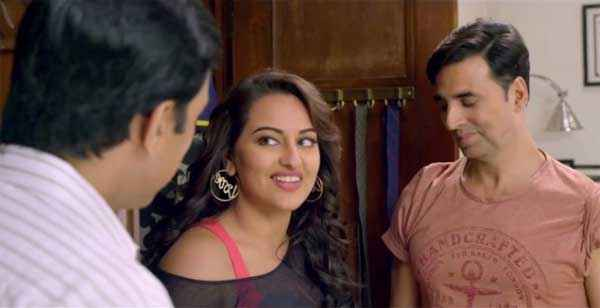 Holiday A Soldier Is Never Off Duty Akshay Kumar Sonakshi Sinha Smiling Stills