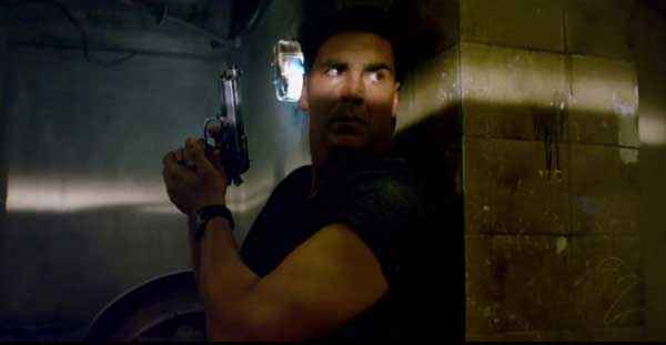 Holiday A Soldier Is Never Off Duty Akshay Kumar With Pistol Stills