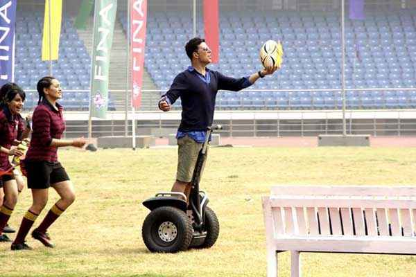 Holiday A Soldier Is Never Off Duty Sonakshi Sinha Akshay Kumar With Ball Stills