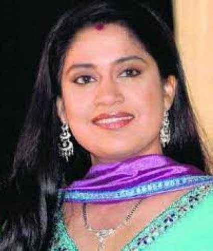 Hum Aapke Hain Kaun Star Cast Renuka Shahane