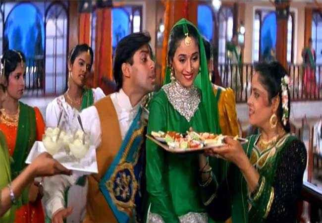 Hum Aapke Hain Kaun Salman Khan Madhuri Dixit in Joote lelo Stills