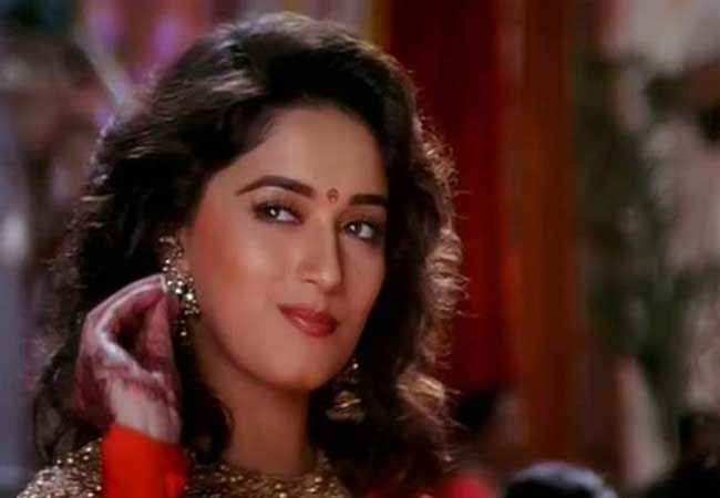 Hum Aapke Hain Kaun Stills - 2758 | 1 out of 33 | SongSuno