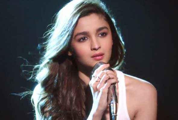 Humpty Sharma Ki Dulhania Alia Bhatt Singing Pics Stills