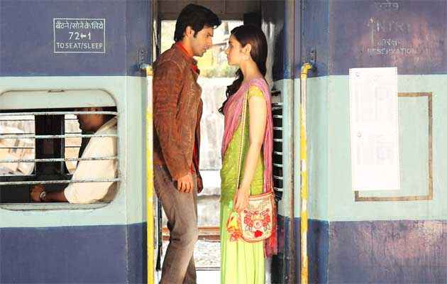 Humpty Sharma Ki Dulhania Varun Dhawan Alia Bhatt In Train Scene Stills