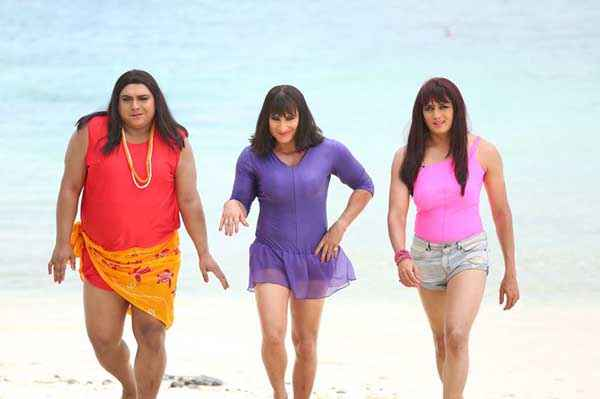 Humshakals Ram Kapoor Saif Ali Khan Riteish Deshmukh as Lady on Beach Stills