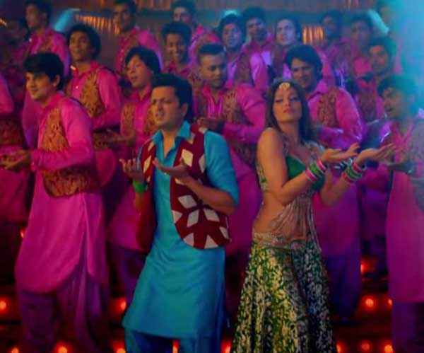 Humshakals Riteish Bipasha Dance In Piya Ke Bazaar Mein Stills