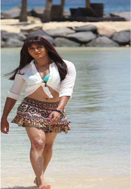 Humshakals Riteish Deshmukh Wears Genelias Skirt Stills