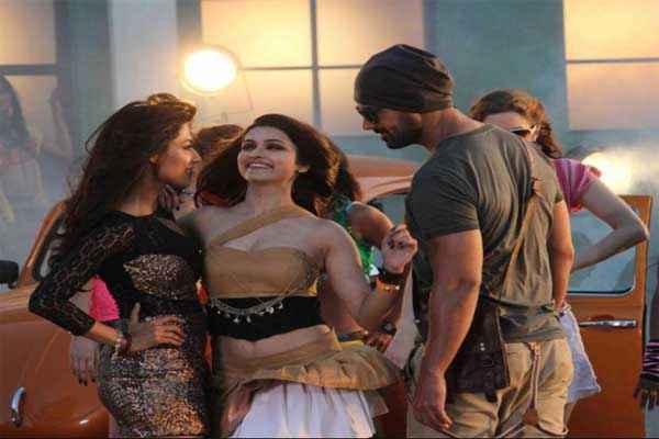 I Me Aur Main Dance Scene Stills