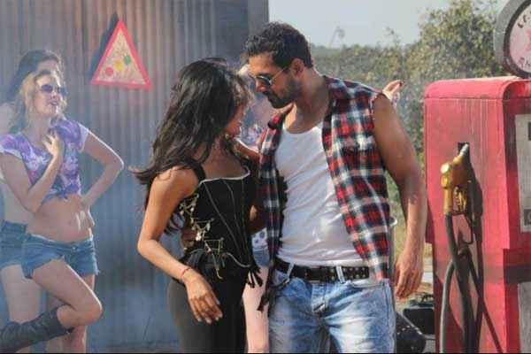 I Me Aur Main John Abraham Chitrangada Singh Dance Pics Stills