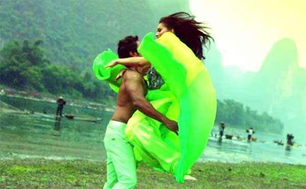 I Amy Jackson Vikram Romance Stills