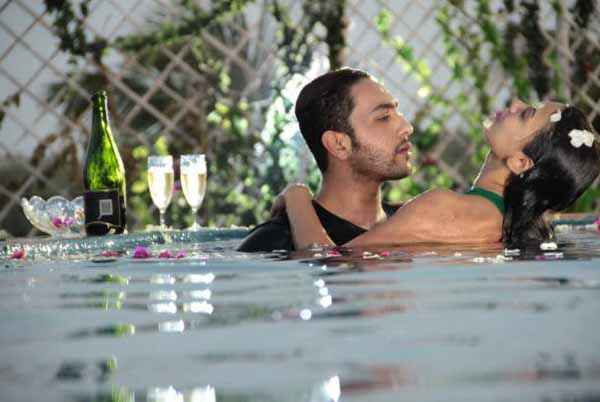Ishq Click Sara Loren In Water With Adhyayan Suman Stills