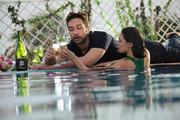 Ishq Click Sara Loren under Swiming Pool With Adhyayan Suman Stills