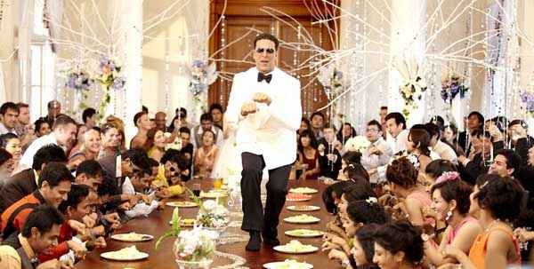 Its Entertainment Akshay Kumar Doggi Dance Stills