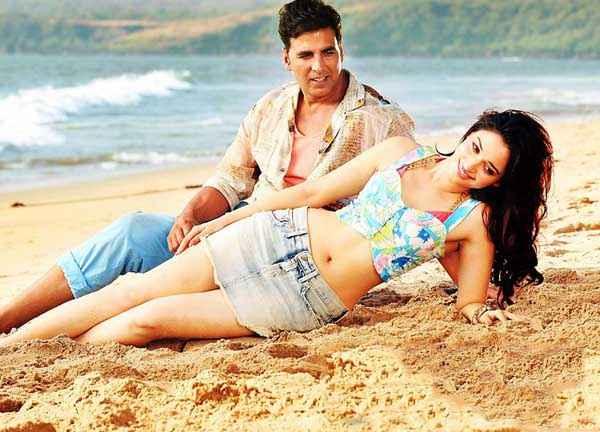 Its Entertainment Akshay Kumar Tamannaah Bhatia Short Dress On Beach Stills