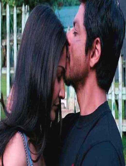 Jab Tak Hai Jaan Shahrukh Anushka Kiss Scene Stills
