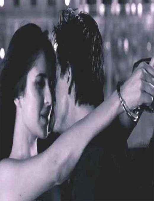 Jab Tak Hai Jaan Shahrukh Katrina Kiss Scene Stills