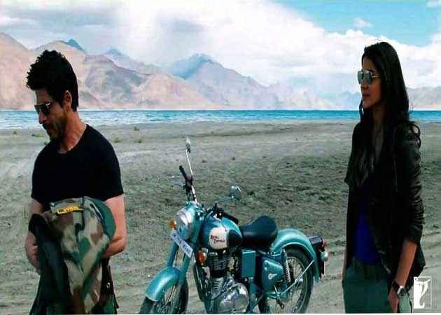Jab Tak Hai Jaan Shahrukh Khan Anuska Sharma Scene Stills
