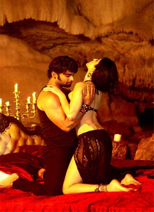 Jackpot 2013 Sachiin Joshi Sunny Leone Sexy Bed Scene Stills
