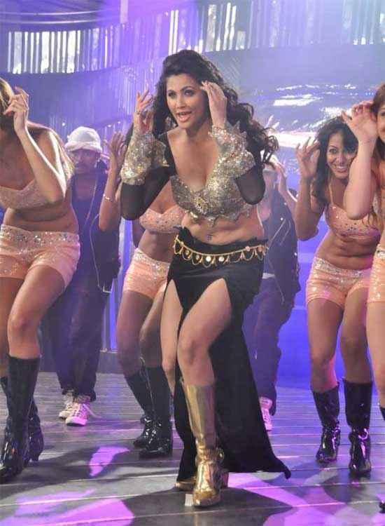 Jai Ho Daisy Shah Hot Boobs Pics Stills