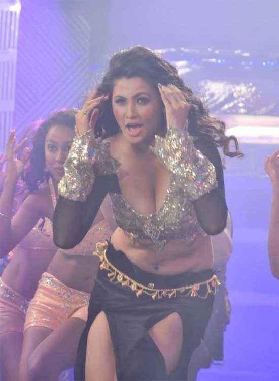 Jai Ho Daisy Shah Sexy Boobs Stills