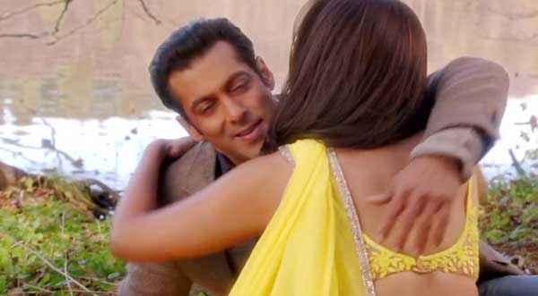 Jai Ho Salman Khan Hug To Daisy Shah Stills