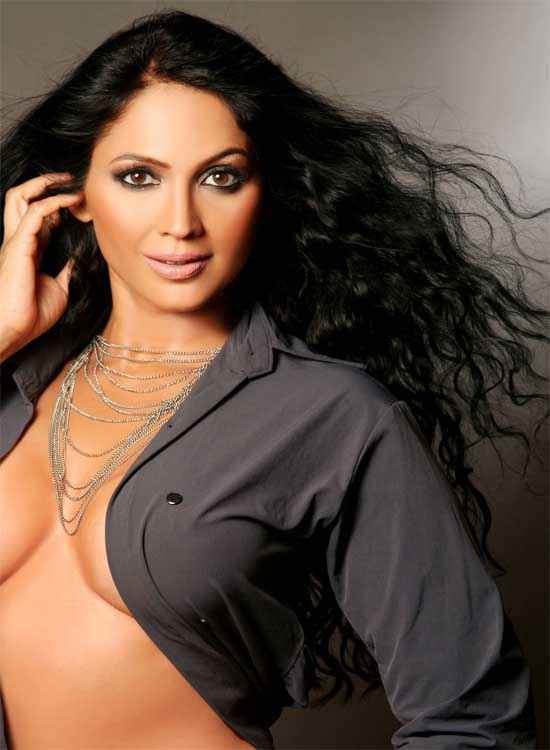 Janleva 555 Kalpana Pandit Hot Boobs Cleavage Stills
