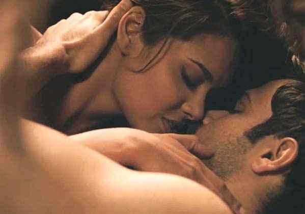 Jannat 2 Emraan Hashmi Esha Gupta Kiss Scene Stills