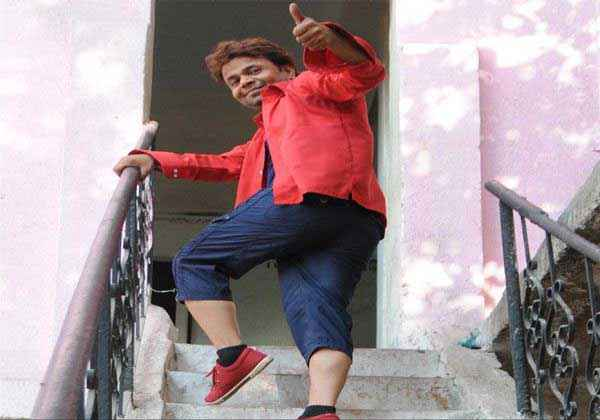 Janta VS Janardan Bechara Aam Aadmi Rajpal Yadav Thumbs Up Pics Stills