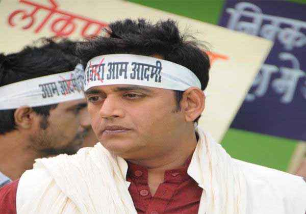 Janta VS Janardan Bechara Aam Aadmi Ravi Kishan Stills