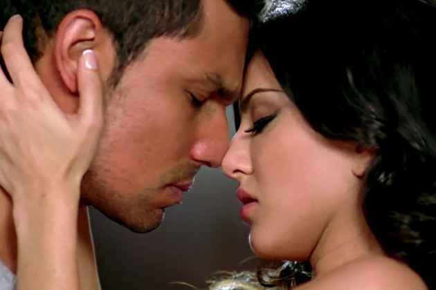 Jism 2 Hot Kiss Stills