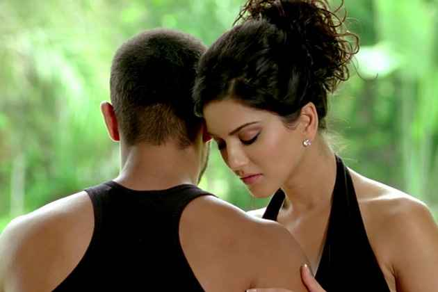 Jism 2 Randeep And Sunny Hot Scene Stills