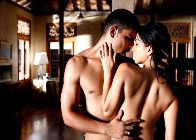 Jism 2 Randeep Hooda Sunny Leone Hot Scene Stills