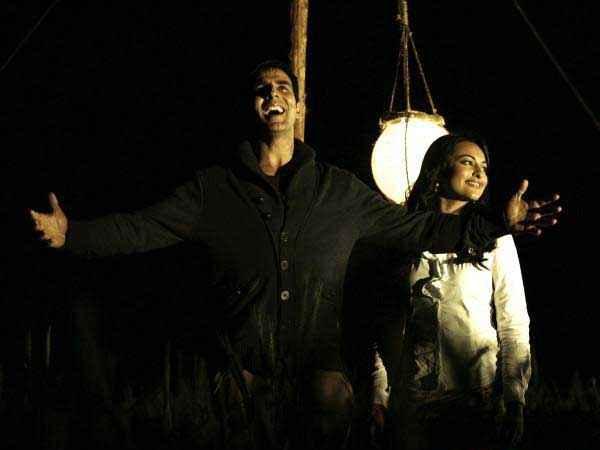 Joker Akshay Kumar Sonakshi Sinha Romantic Sceen Stills