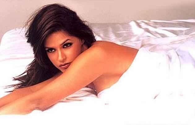 Julie (2004) Hot Neha Dhupia Images Stills