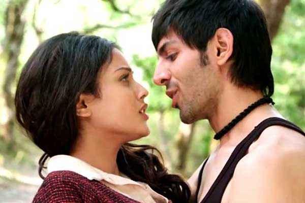 Kaanchi Kartik Tiwari Mishti Romantic Scene Stills