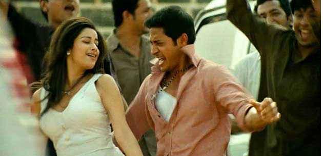 Kamaal Dhamaal Malamaal Shreyas Talpade Madhhurima In Romantic Scene Stills