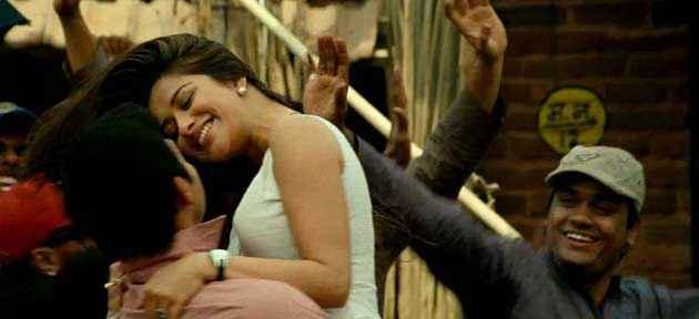 Kamaal Dhamaal Malamaal Shreyas Talpade Madhhurima Romance Stills