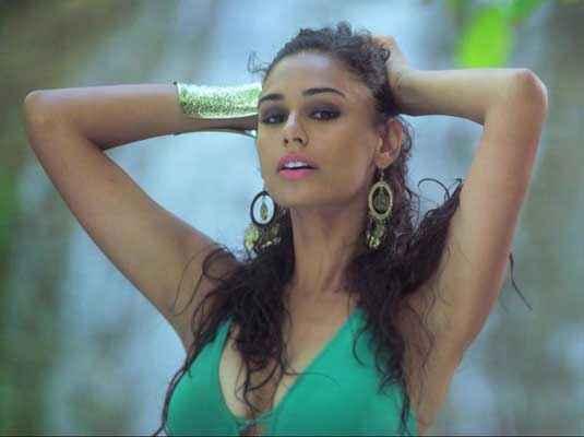 Karle Pyaar Karle Hasleen Kaur Hot Boobs In Green Bikini Stills