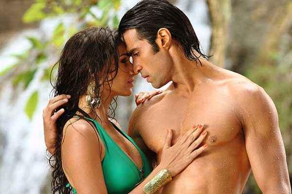 Karle Pyaar Karle Hasleen Kaur Sexy Boobs And Shiv Darshan Hot Body Stills