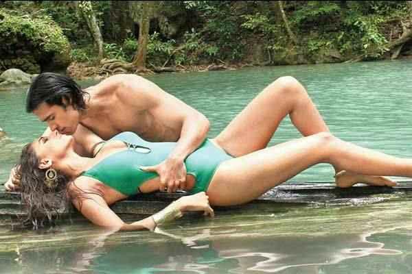 Karle Pyaar Karle Hot Bikini Scene Stills