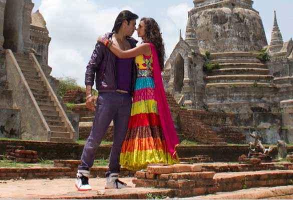 Karle Pyaar Karle Shiv Darshan Hasleen Kaur At Fort Scene Stills